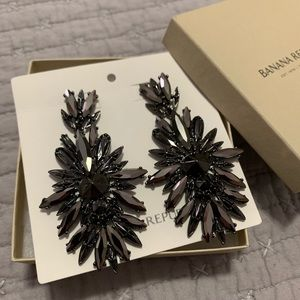 NWOT Black Gem and Gunmetal Statement Earrings